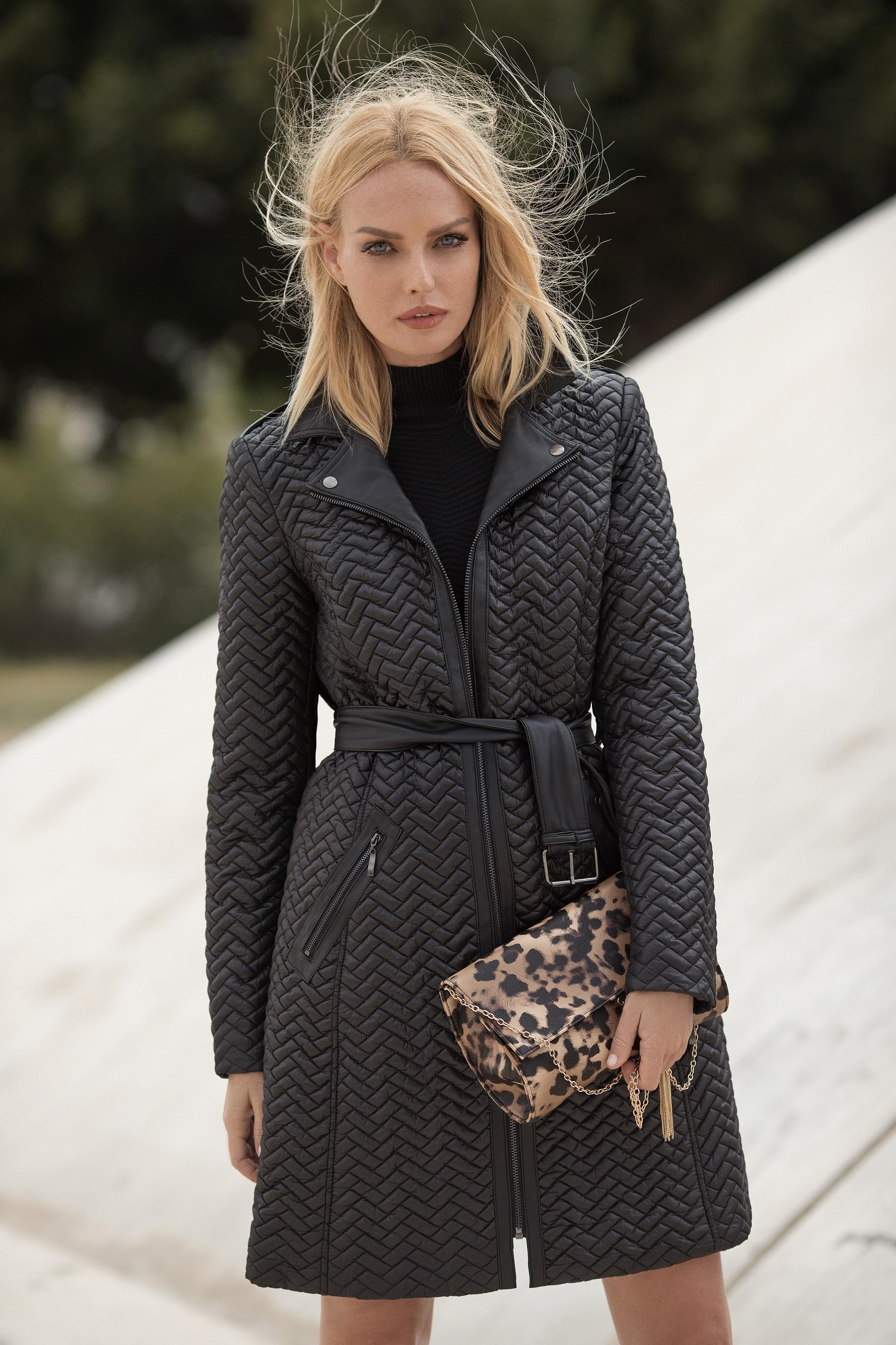 8846f9965de В зимней коллекции можно найти все основные модные тенденции наступившего  сезона. Черно-белые геометрические принты