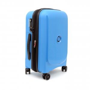 866fcd3bf52a Дама сдавала в багаж: рюкзак, чемодан, саквояж и еще множество чудесных  вариаций дорожных сумок. Времена однообразных чемоданов прошли, и сегодня  удачное ...